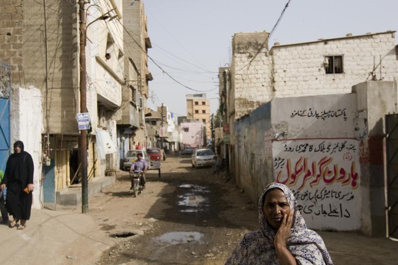 Lyari karachi pakistan side road sex caught from mobile - 1 part 6
