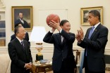 President Obama shares shooting techniques with Chinese Vice Premier Wang Qishan in the Oval Office in 2009. (Photo by Pete Souza)