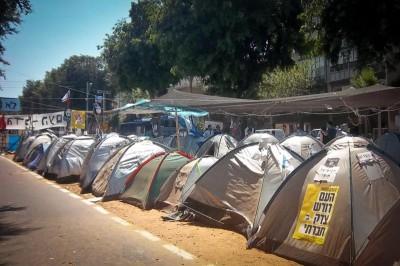 A housing protest on Rothschild Boulevard in Tel Aviv, Israel. (Photo by Myriam Darmoni)