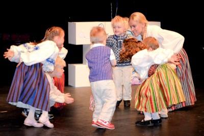 Estonian group Eesti Laste Pillerkaar  performing traditional dances. (Photo by Valeria Koulikova)