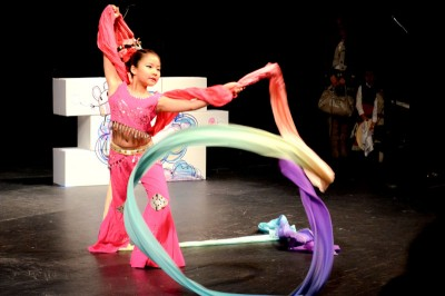 A student from the Hengda Dance Academy, which teaches Chinese ethnic and folk dances, performs at the festival. (Photo by Valeria Koulikova)