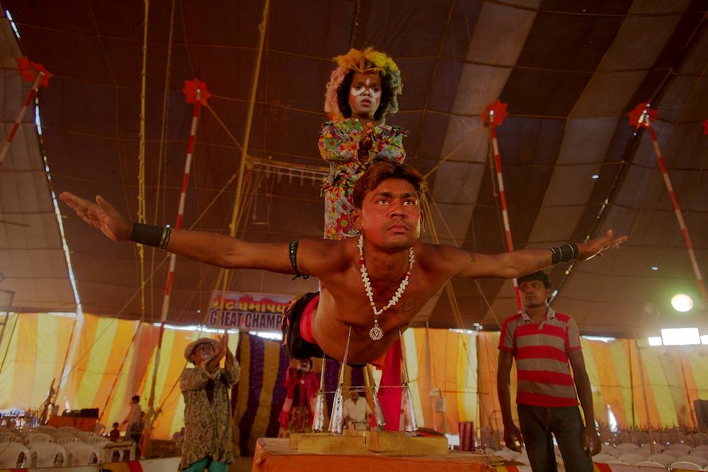 """circus in hindi एक सर्कस शो । article on """"a circus show"""" in hindi language पिछले माह मैंने अपने शहर में एक सर्कस का शो देखा । यह 'कमला सर्कस' बहुत प्रसिद्ध सर्कस है । शहर के."""
