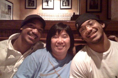 Benson Henderson with his mother and older brother. (Photo from HalfKorean.com)