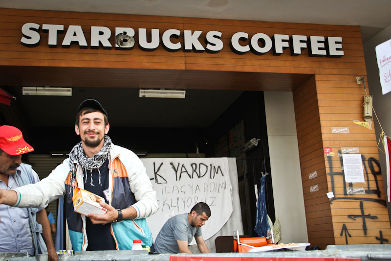 A volunteer hands out food from the patio of the Taksim Square Starbucks in Istanbul, Turkey. (Photo by Christan Leonard)
