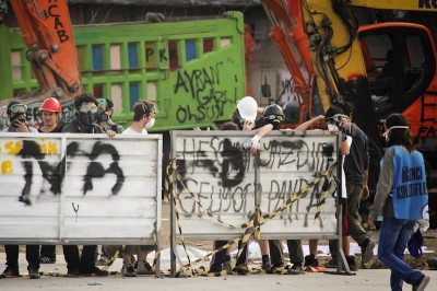 Protesters attempt to build a barrier to prevent police from entering Gezi Park Tuesday. (Photo by Christan Leonard)