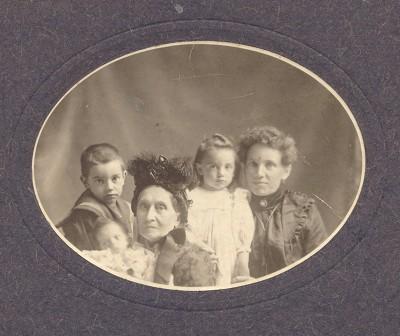 Hayden's great-great-grandmother Elizabeth Thatcher Grimmett, center, with her children.
