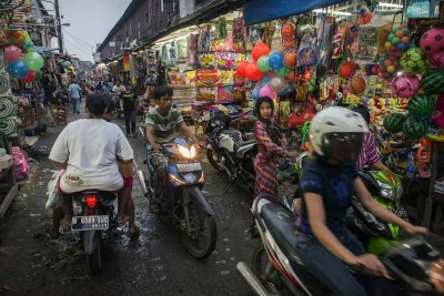 Rush hour at Jakarta, Indonesia's Pancogn Market. A number of factories in this area produce apparel headed for US markets. (Photo by Branden Eastwood)