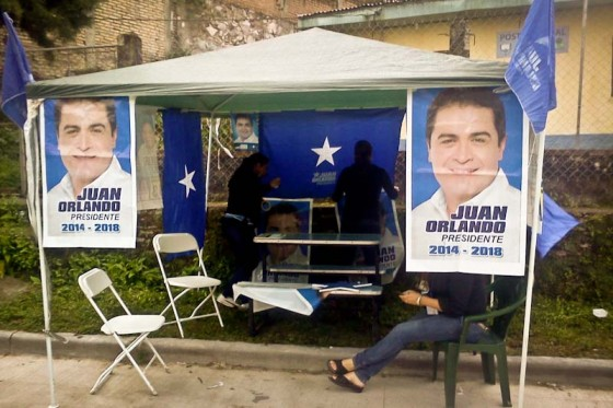 The National Party campaigns for their candidate, Juan Orlando Hernandez, outside of a polling place on election day. (Photo by Madeline McClure)
