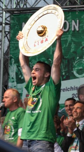 Sport tip pic (Rapid Vienna team fan after 2008 championship) photo courtesy of Doma-w