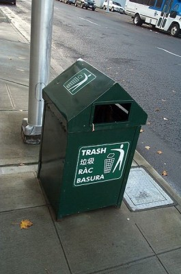 """A Seattle trash can includes Vietnamese translation (""""ràc"""", although the correct spelling is """"rác""""). (Photo Courtesy of Kaishu Tai)"""