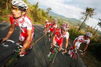 Team Meitan from Japan training around Phu Chi Fah, Thailand. (Photo by Steve Thomas)