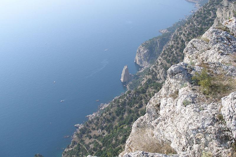 Crimean coastline. (Photo by Argenberg via Flickr)