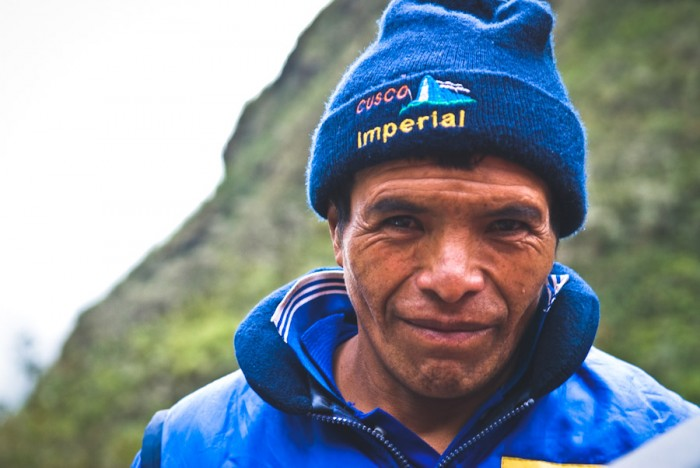 A porter in Maguina, Cusco, Peru. (Photo from Flickr by Filipe Fortes)