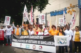 Walmart employees in Brazil demonstrate in support of Bangladeshi workers killed in a collapse at a factory making apparel for the retail giant. (Photo courtesy Uni Global Alliance at Walmart)