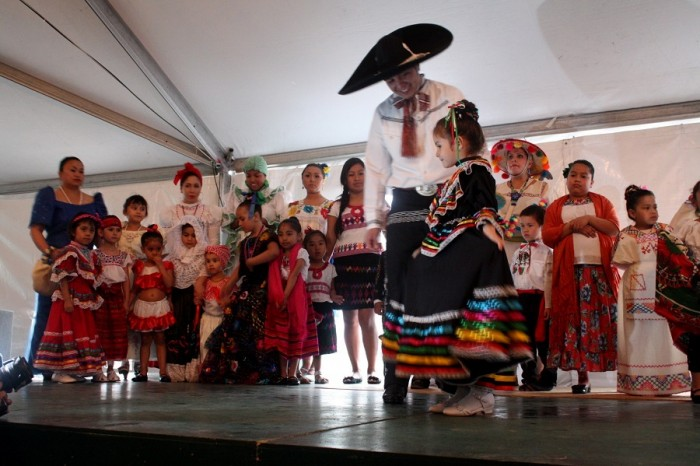 Participants in the Desfile Cultural (culture parade) showed traditional clothing from the 31 states of Mexico, as well as Peru, Puerto Rico, and the Philippines. Participants were families and staff from  the José Martí Child Development Center at El Centro de la Raza.