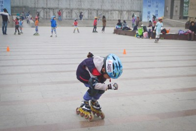 Speed skating at the public square in the Wangjing neighborhood of Beijing. (Photo by Allison Reibel)