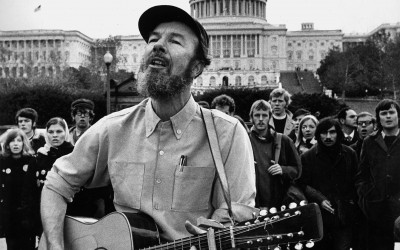 WASHINGTON, DC - NOVEMBER 14: Folksinger Pete Seeger serenades the faithful gathered at the foot of capitol hill in Washington, DC on November 14, 1969. (Photo by Stephen Northup/The Washington Post)