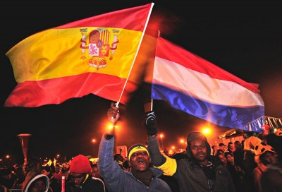 South African fans fly the flags of Spain and The Netherlands before the 2010 World Cup final. (Photo by Marcello Casal Jr / ABr)
