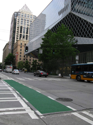 Bike lane and one way street in downtown Seattle. (Photo by Emilie Schwartz)