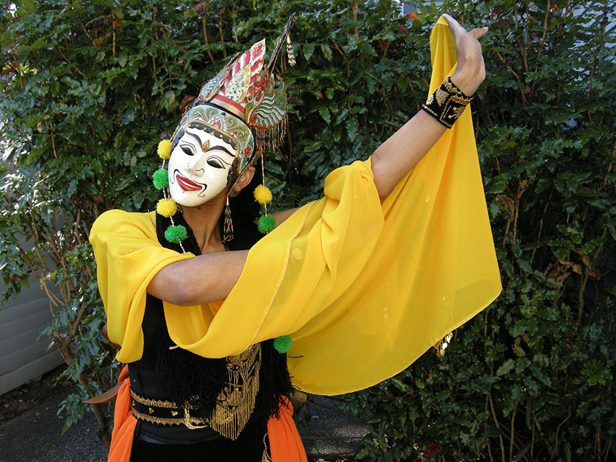 "Performer Christina Sunardi in ""Gunung Sari"" costume. (Photo by Mr. Sunardi)"