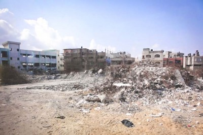 Israel's blockade limits the supply of construction materials, so piles of rubble from past conflicts are a common sight. (Photo by Karin Huster)