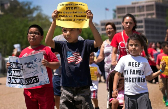 Children at immigration reform protesters in front of the White House in July. (Photo from Center for Human Rights)