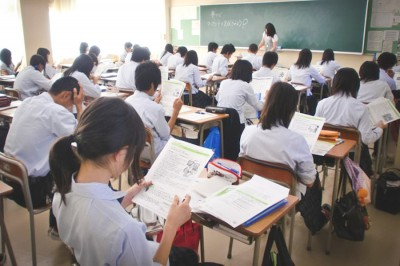 A classroom full of students in Japan, where class sizes average around 30 students. (Photo by Shintaro Ozawa)