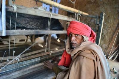 A silk weaver at his loom in Bhagalpur, January 2013. (Upaya courtesy photo)
