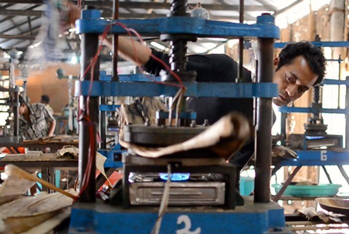 Hitesh Pathak operates three machines at the Tamul factory. (Upaya courtesy photo)