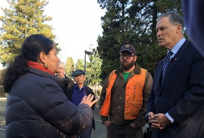 Paulina Lopez shows Gov. Inslee the South Park community center basketball courts, where tens of thousands of trucks drive by. (Photo via Gov. Jay Inslee's Flickr)
