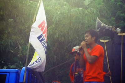 Ryan Amper, Bayan Muna Soccsksargends coordinator leads chants against Oplan Bayanihan, the counter-insurgency program designed to suppress indigenous opposition to mining. (Photo by Katrina Pestano)