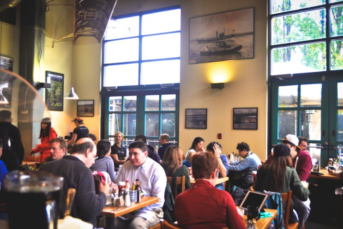 Packed tables filled with customers seeking organic, locally sourced brunch. (Photo by Irene Lu)