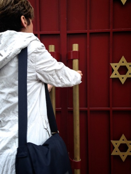 The entrance to a synagogue in Neuilly-sur-Seine, in the suburbs of Paris. (Photo by Anna Goren).