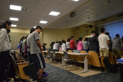 Students at Asian American InterVarsity bow their heads in prayer. (Photo by Monica Chon)