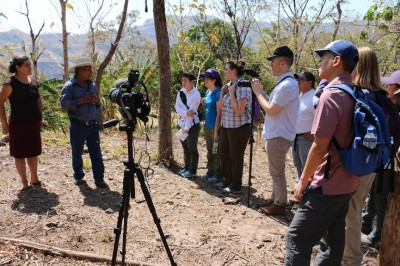 Task Force students conduct an interview of a survivor of the 1980 Canoas massacre, when the Salvadoran army attacked a home of people who had gathered to distribute food and clothing, resulting in the death of 23 people. (Photo by Unfinished Sentences)