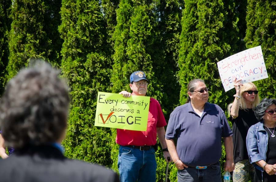 People in Yakima gather to support the Washington Voting Rights act, which aims to provide an alternative to federal voting rights lawsuits. (Photo by Eric Gonzalez Alfaro for OneAmerica.)