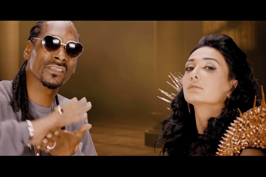 Iranian pop singer Amitis and Snoop Dogg, united by green screen. (Photo via YouTube)