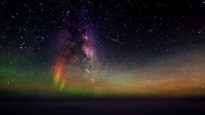 Aurora australis in the night sky over Antarctica. (Photo by Nasko Abadjiev)