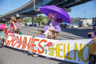 Raging grannies Shirley Morrison (center) and Annette Klapstein (left). (Photo by Alex Garland)