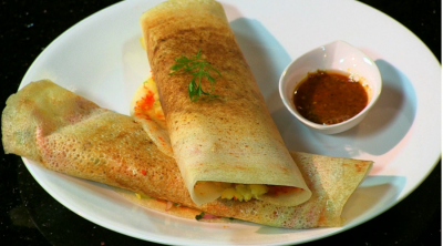 Masala Dosa served with spicy tomato chutney.(Photo via Youtube.com)