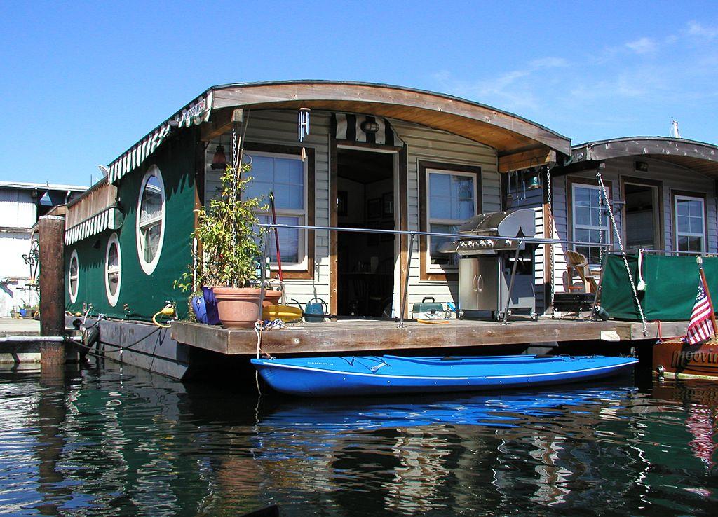 Life On Houseboats