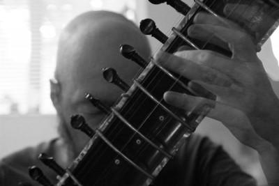Larry Ludwig playing the Sitar (Photo By: Aqsa Zaidi)
