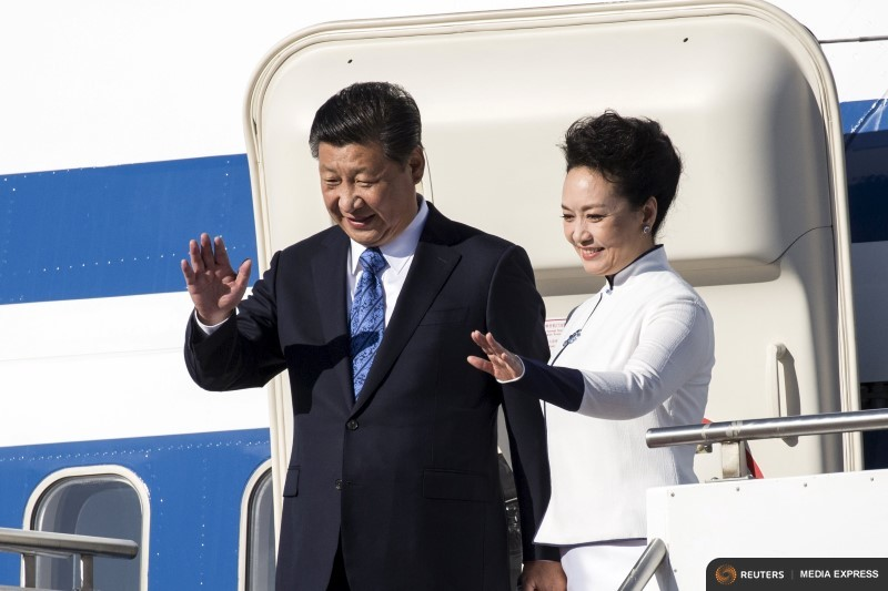Chinese President Xi Jinping and First Lady Peng Liyuan arrive at Paine Field in Everett, Washington, September 22, 2015. (Photo by David Ryder for Reuters.)