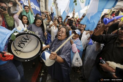 People react outside of the Guatemalan Congress building after a vote to strip President Otto Perez of immunity earlier this month. (Photo from REUTERS/Jorge Dan Lopez)