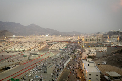 The massive tent city at Mina, where thousands of Muslim pilgrims are housed during visits to holy sites around Mecca. A Sept 24th stampede on one of the main roads nearby killed over 700 pilgrims. (Photo by Tariq Yusuf)
