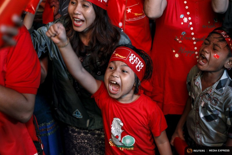 Supporters celebrate as they watch official results from the election in front of the National League for Democracy Party (NLD) head office in Yangon. (Photo by REUTERS/Soe Zeya Tun)
