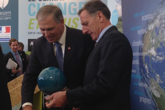 Gov. Jay Inslee (WA) and Gov. Peter Shumlin (VT) at the Paris Climate Change Conference. (Photo courtesy Governors Office via Flickr.)
