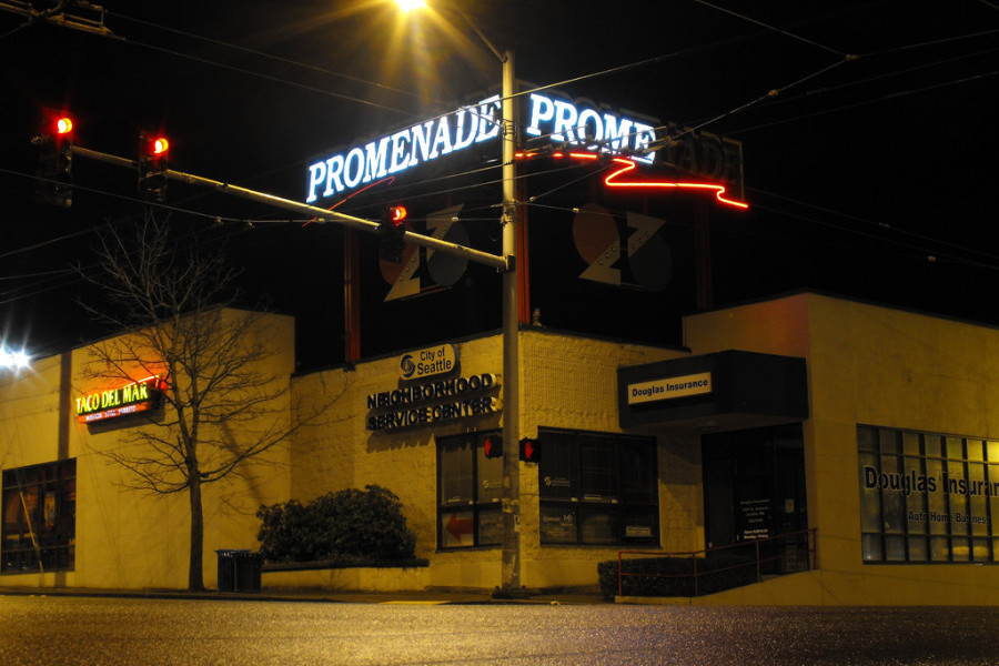 Promenade 23 in 2009, before the construction on 23rd Avenue. (Photo by Matthew Rutledge via Flickr.)