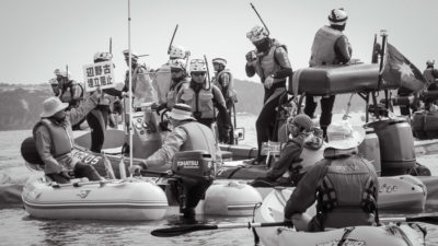 Kayaktavists in opposition to the building of a new U.S. Marine Corps base in Henoko clash with Japanese Coast Guards. (Photo from Flickr by Ojo de Cineasta)