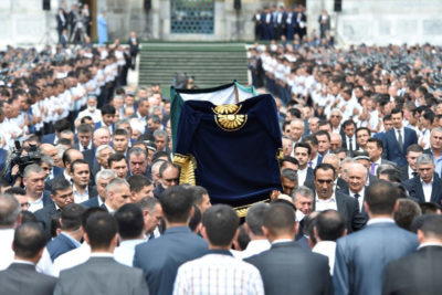 People carry a coffin during a mourning ceremony following the death of Uzbek President Islam Karimov. (Photo from Reuters)